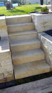 kleine Sandsteintreppe fertig