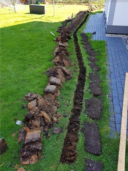 Graben für die Wasserleitung