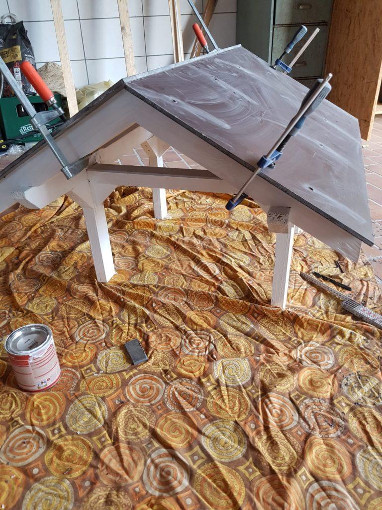Das Dach der Mähroboter Garage